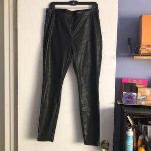 Faux leather leggings/pants